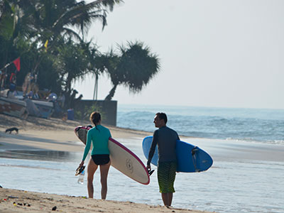 surf school sri lanka working with the local community