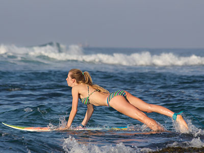learning to turn with surf school sri lanka
